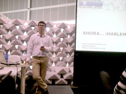 Rubén Bastón, en el taller de B-web