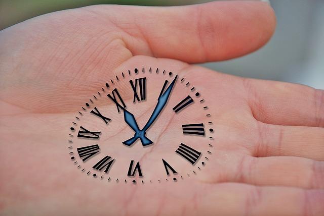 ¿Con qué frecuencia y a qué hora se debe publicar en Facebook, Twitter y Linkedin?