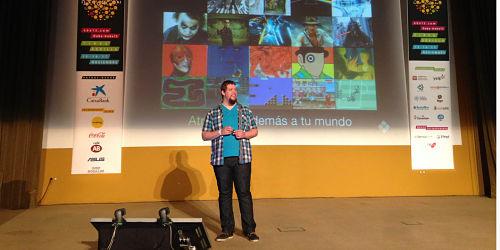 Alberto Acuña explicó por qué usar elementos de cultura popular en las presentaciones